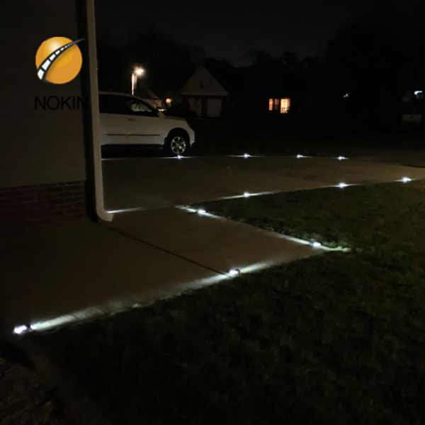 Retro Reflective Pavement Markers | RRPMS - Stripe